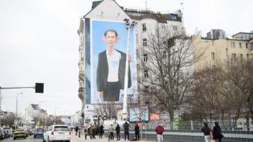 Kaltherziger Kanzler Privat-Initiative prangert Österreichs Politik an